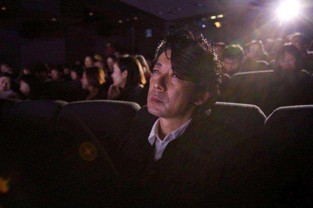 日本男星永瀨正敏在新片「光」中扮演即將失明的攝影師。圖/傳影互動提供