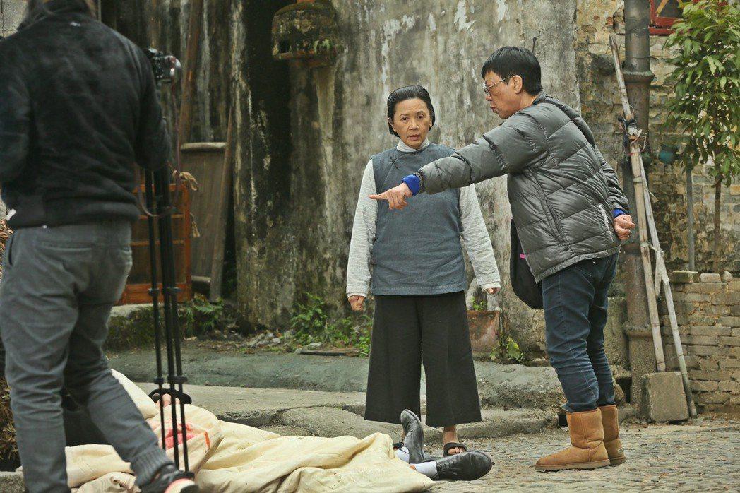 新片「明月幾時有」導演許鞍華(右)找來「桃姐」老搭檔葉德嫻演出。圖/&#2145