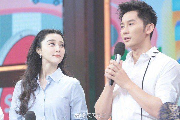 大陸當紅女星范冰冰與男友李晨一起上綜藝節目「天天向上」。圖/摘自微博