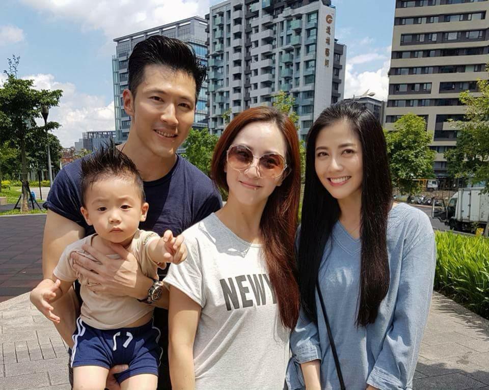 黃少祺帶老婆孩子探韓瑜(右)的班。圖/摘自臉書