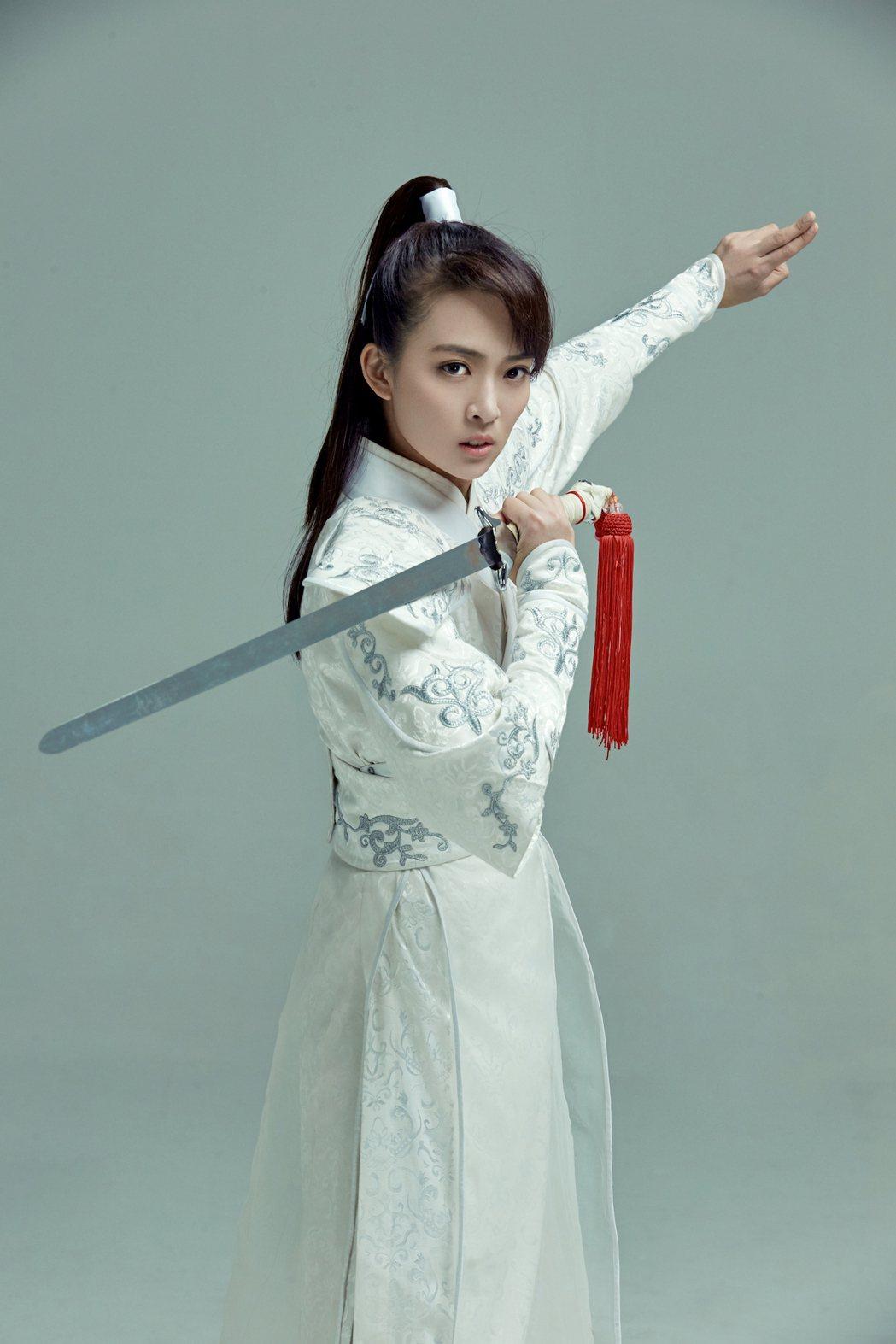 姬天語古裝扮像唯美。圖/世紀天下娛樂文創提供