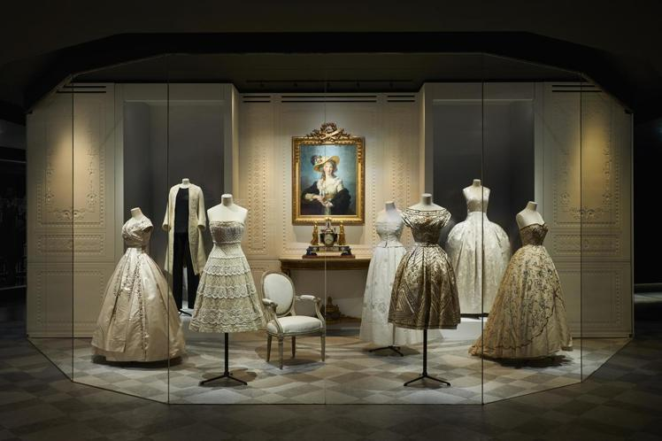 「CHRISTIAN DIOR,Designer of Dreams」展覽展出7...