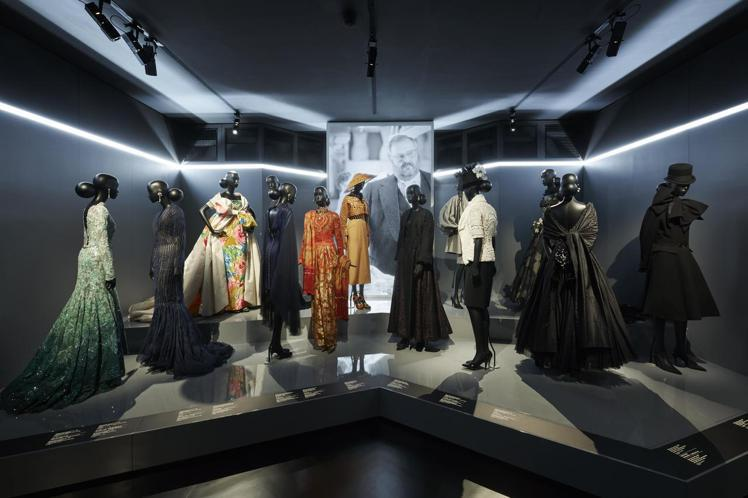 「CHRISTIAN DIOR,Designer of Dreams」展覽具高度...
