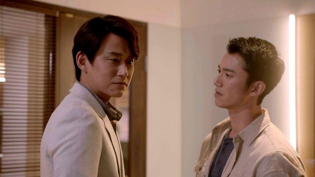 陳乃榮(左)與吳慷仁有兄弟臉 。圖/三立提供