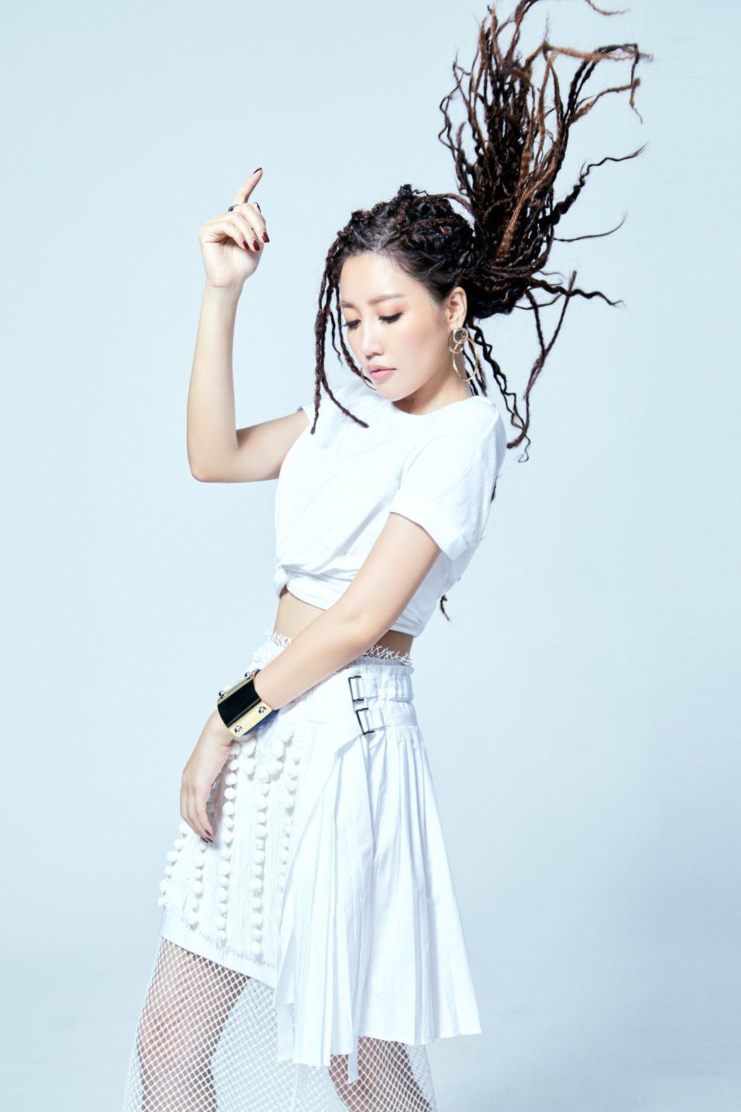 A-Lin首度擔綱新單曲「一直走」製作人。圖/索尼提供