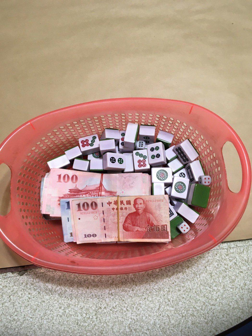 新北警破獲地下賭場 賭資除新台幣還有人民幣、港幣