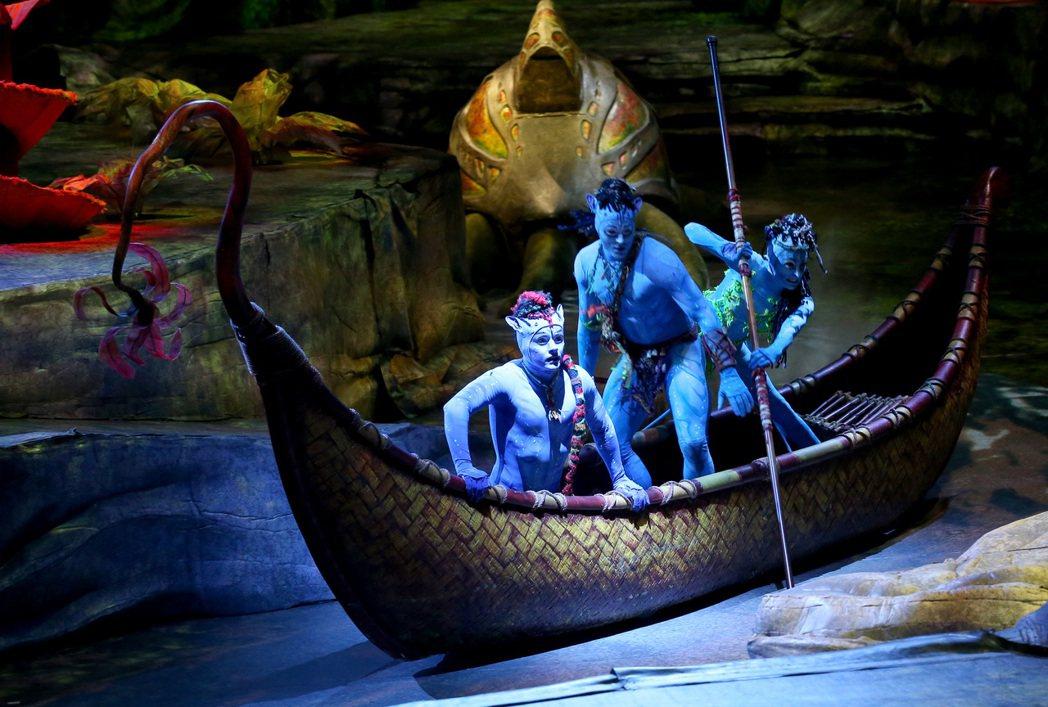 電影「阿凡達」導演卡麥隆和太陽馬戲合作的「阿凡達前傳」來台盛大開演。記者高彬原/...