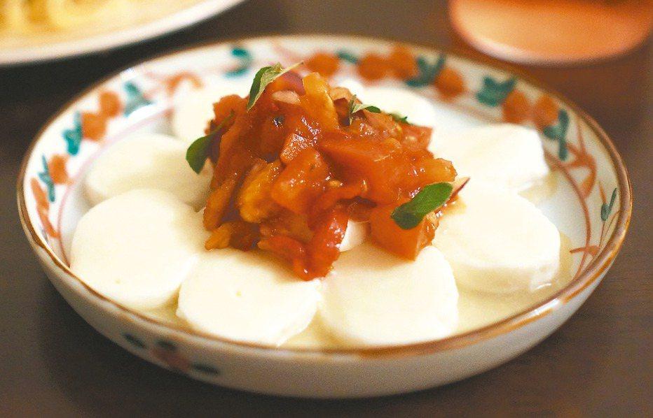 新鮮的莫札瑞拉乳酪,搭配番茄莎莎醬食用,是夏日裡的清新風味。 圖/毛奇