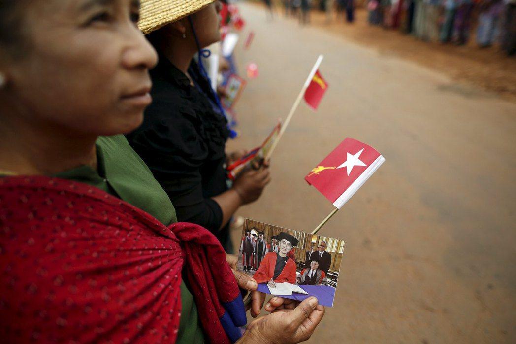 大家口中能為緬甸帶來希望的翁山蘇姬,在緬北華裔商人阿有叔口中卻是「老太婆」。...