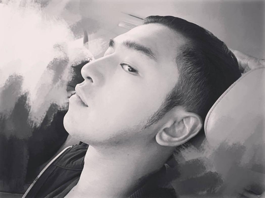 6日陳柏霖在IG曝光新髮型照片。 圖/擷自IG