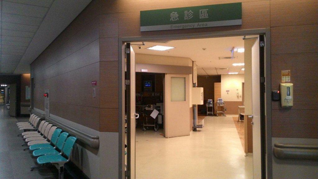 為了解決急診中心的困境,長庚醫院將雲林分院急診室轉由非急診專科的醫師輪值。 圖/...