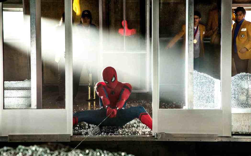 「蜘蛛人:返校日」有極多精彩的大場面動作戲。圖/索尼提供