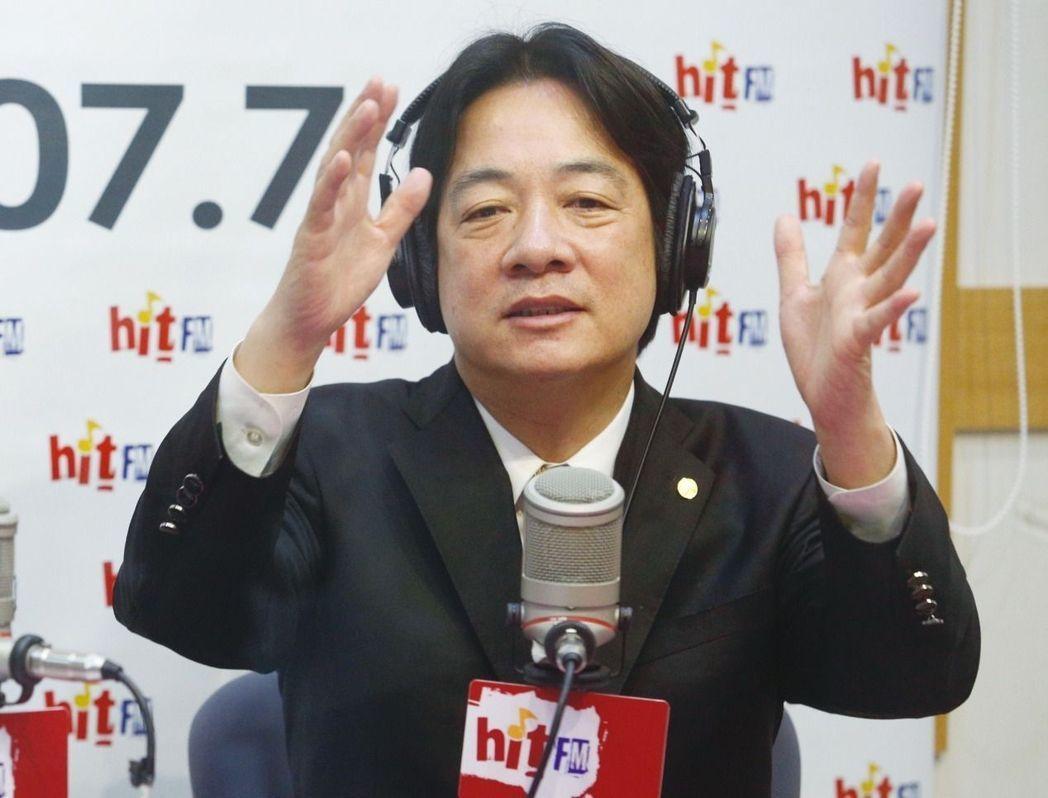 台南市長賴清德上午接受電台專訪。  記者程宜華/攝影