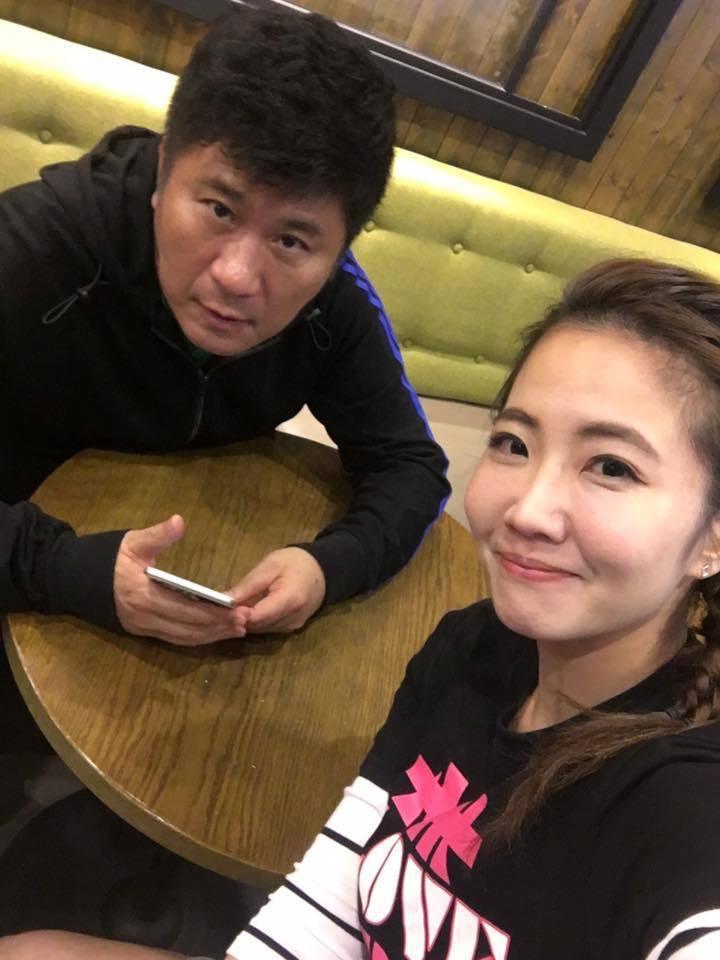 胡瓜(左)是謝忻師父,也非常關心她,還幫她留意終身大事。圖/謝忻臉書
