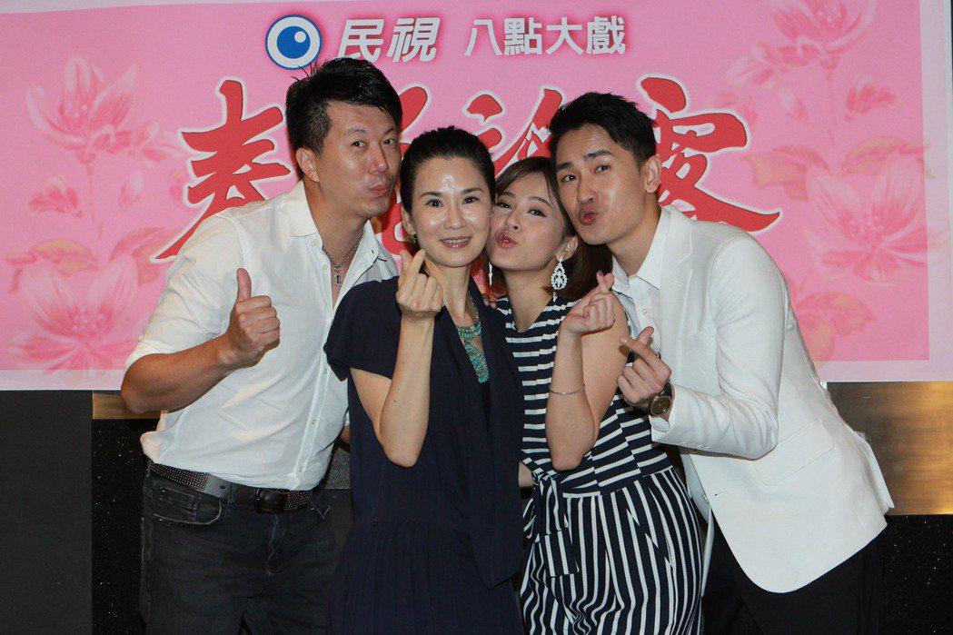 吳皓昇(左起)、蘇晏霈、陳謙文戲裡3兒女團聚,讓葉歡開心得不得了。圖/民視提供