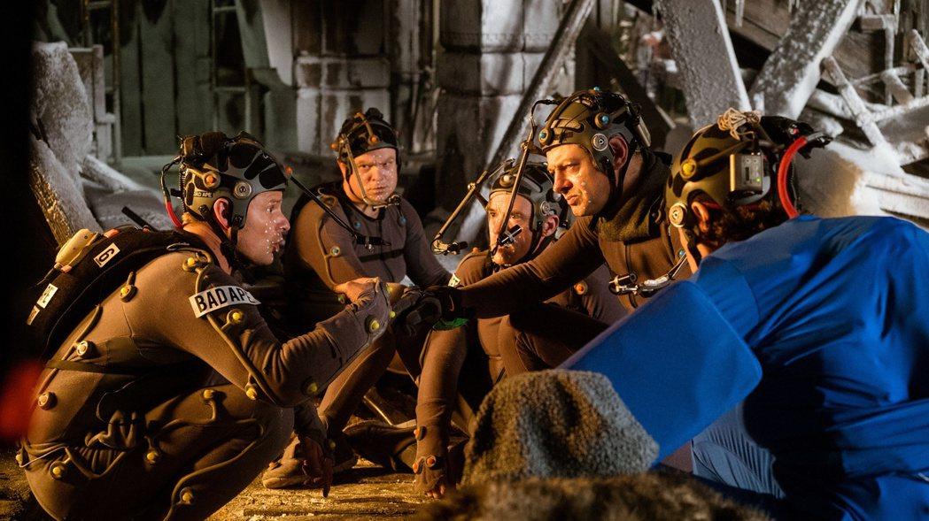 「猩球崛起3」特效驚人,讓演員完全在電影裡面變成猩猩。圖/福斯提供