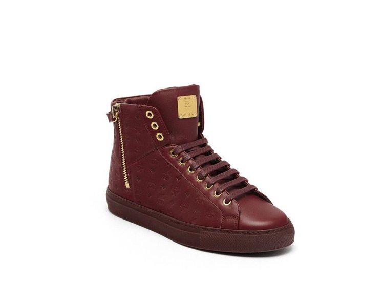 MCM秋冬季的Visetos圖騰皮革靴搶眼實穿。圖/MCM提供