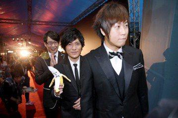 曾負責Beyond經紀約的日本Amuse事務所音樂部代表廣澤誠,也是樂團五月天赴日發展重要推手,他坦言五月天表演方式讓日本音樂業界內受到衝擊,認為經營藝人「本質」是重點。日本Amuse事務所是一間主...