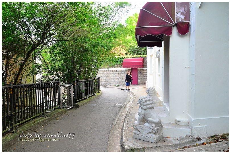 ↑盧吉道入口附近的白屋,屬於太平山纜車公司。