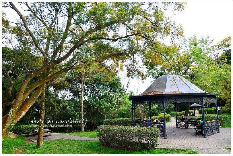↑步道的中點休憩公園,正好是盧吉道與夏力道的交點,這裡也是一個重要叉路口,另有三...
