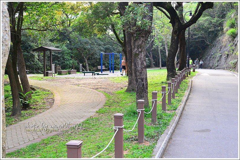 ↑夏力道後段有一座迷你運動公園。