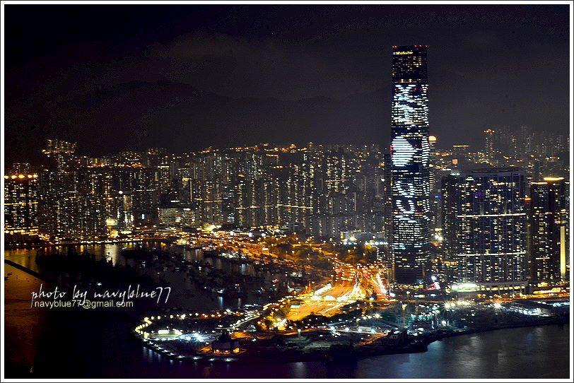 ↑香港最高大樓--九龍的環球貿易廣場大樓,晚上在大樓外幕都會演出聲光秀,ICC ...