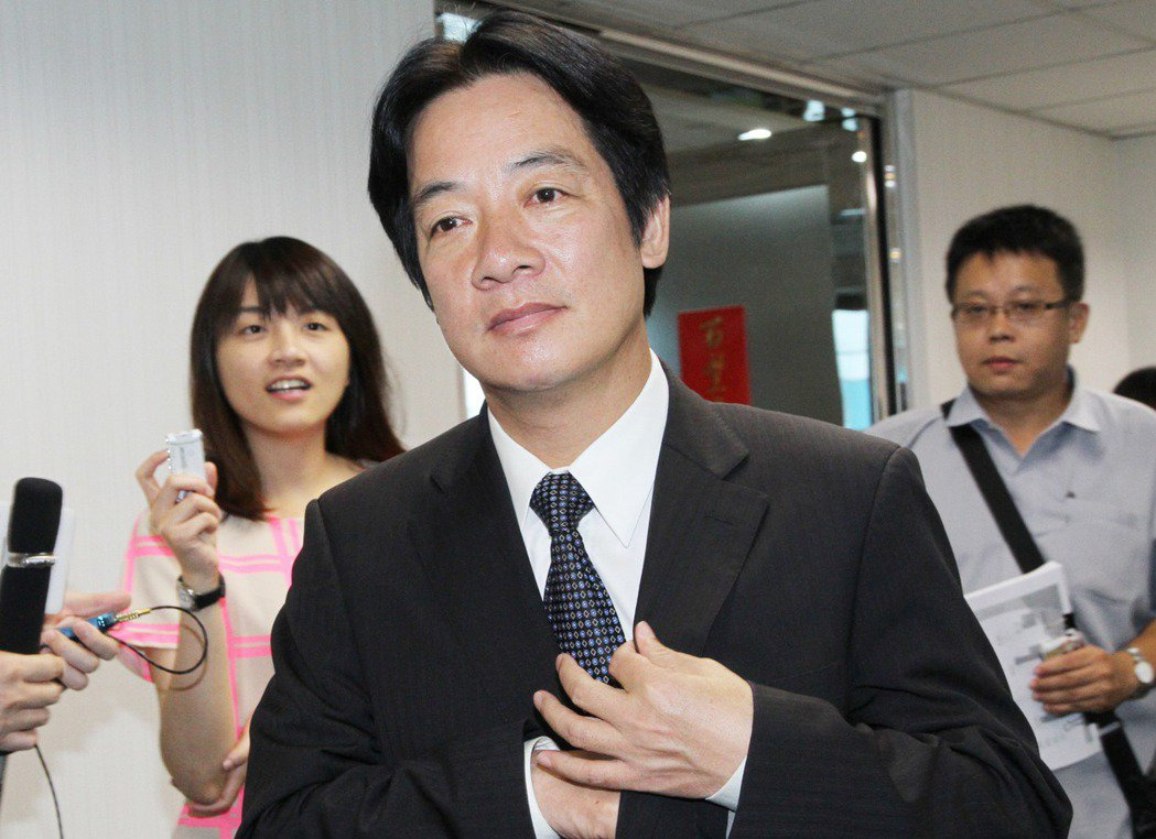 2013年8月,台南市長賴清德自台南北上參加行政院會,搭乘高鐵途中救了一位病患。...