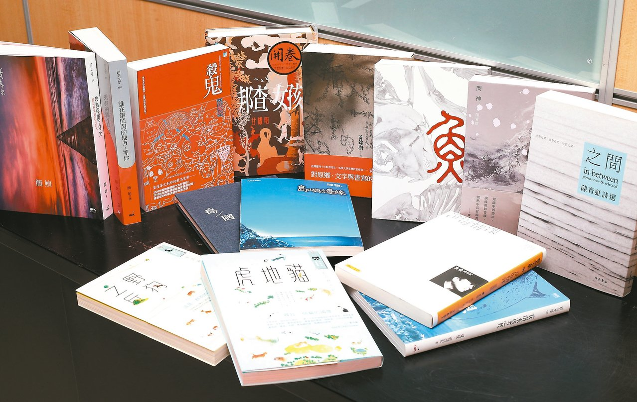第四屆聯合報文學大獎決審,七位入圍作家代表作與近期書籍。 圖/本報記者許正宏攝影
