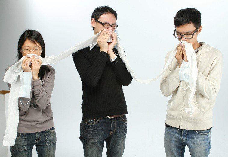 流鼻涕是常見的耳鼻喉症狀,反覆發生可能是鼻過敏或鼻竇炎作祟。 圖/本報資料照片