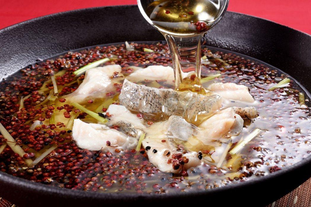國賓飯店推暑期間推出「川菜美食節」,特級大麻魚片挑戰民眾愛吃「辣」的刺激感。圖/...