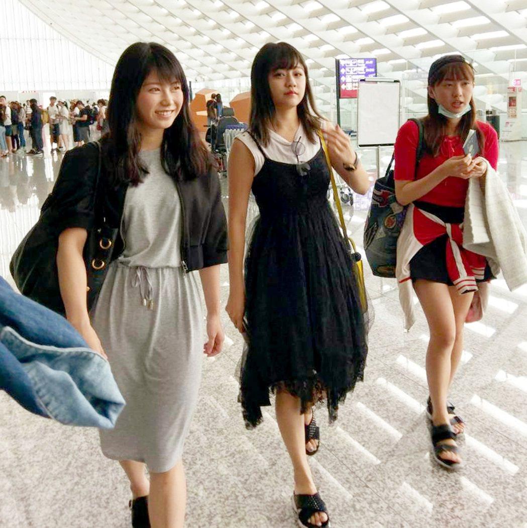 日本少女團體AKB48 成員抵台。記者陳嘉寧/攝影
