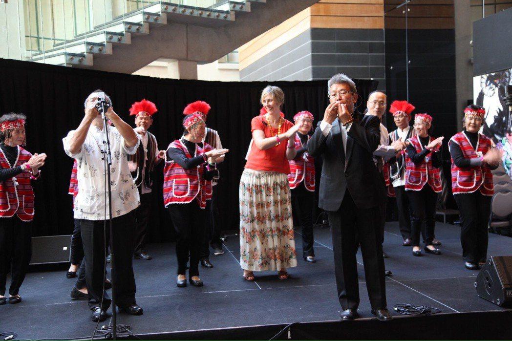 音樂家鄭瑞賢獨創專利口笛,為保存台灣口笛文化,於2012年前往紐西蘭文化交流時,...