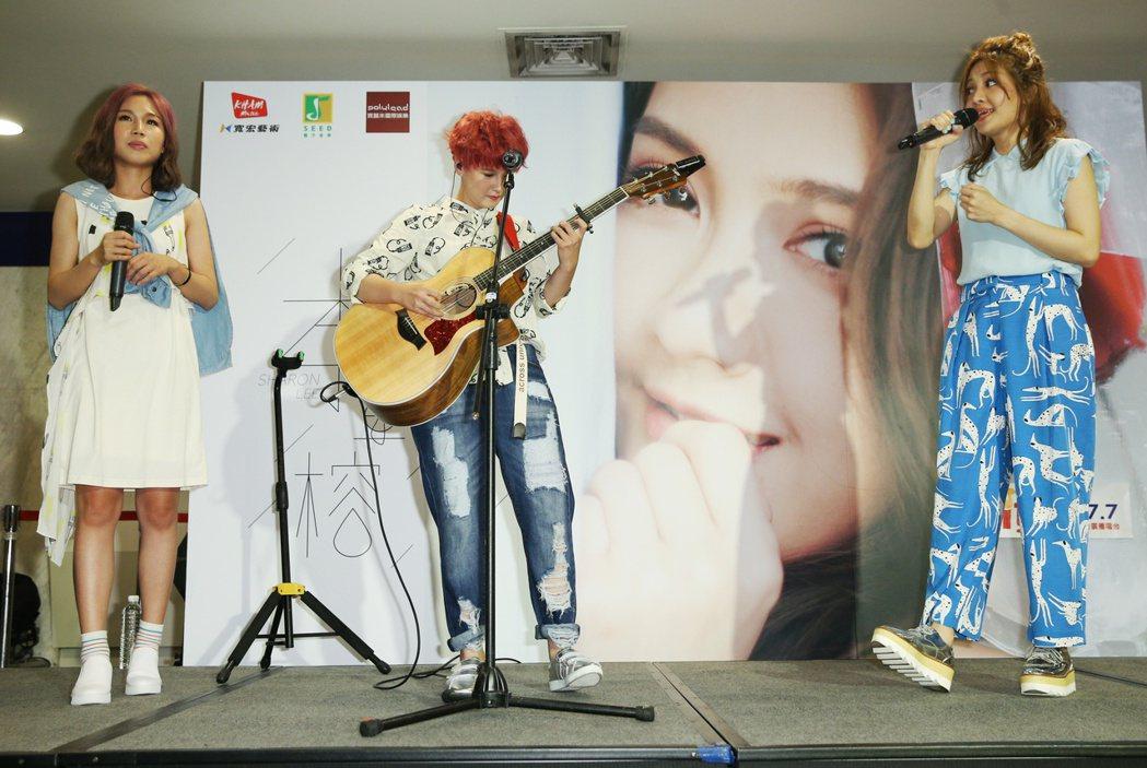李宣榕(右)EP簽唱會下午舉行,有感覺雙人團體到場送上祝福。記者陳正興/攝影
