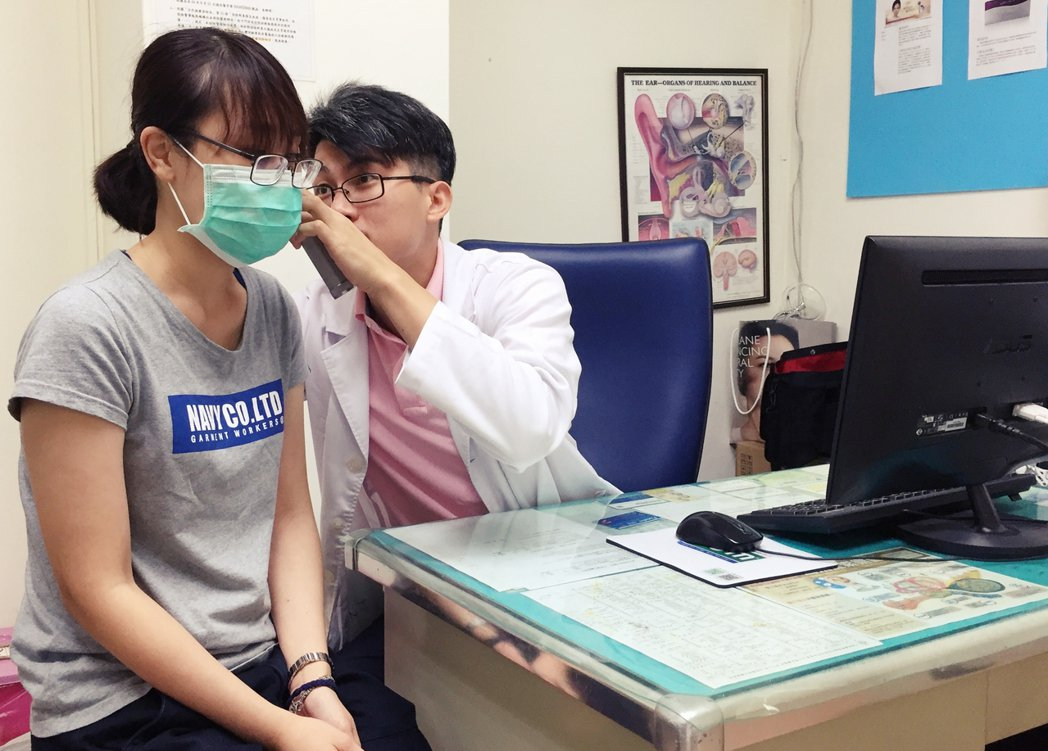 臺北榮民總醫院新竹分院耳鼻喉科主治醫師張益豪說,正確配戴助聽器,不僅不會傷害聽力...
