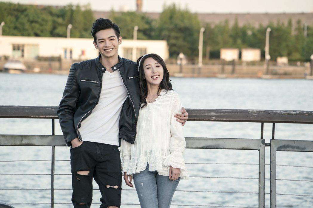 辰亦儒(左)和五熊在「終極一班5」中的關係將進階成甜蜜小夫妻。圖/可米傳媒提供