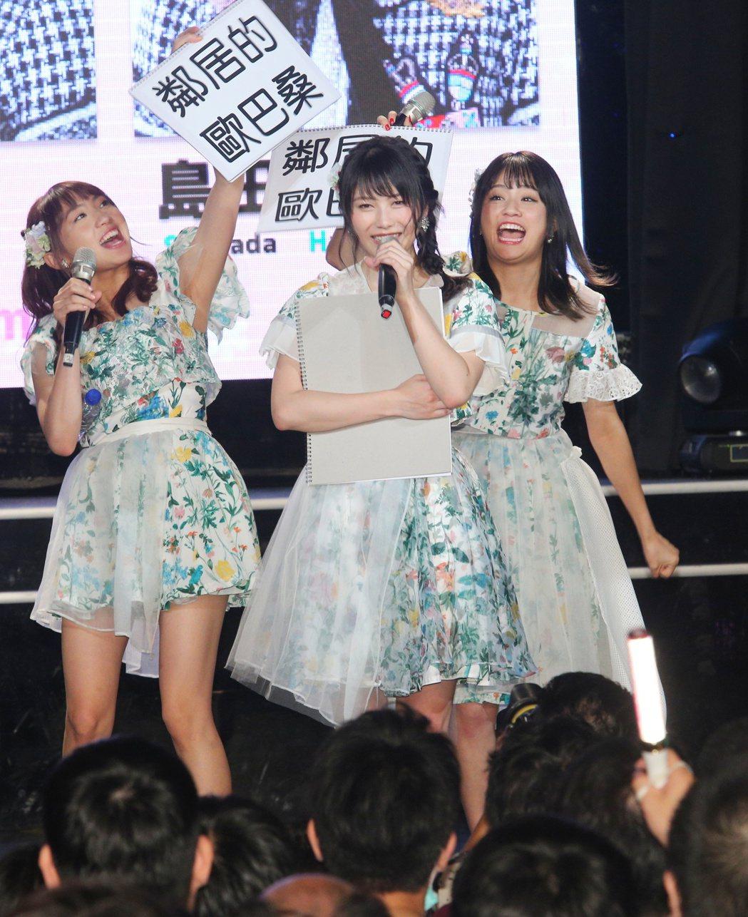 AKB48橫山由依(中)、木崎Yuria(左)、島田晴香(右)歌迷見面簽名會下午...