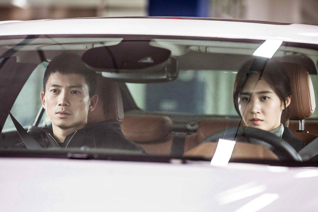 池晟、權俞利在「被告人」分別飾演遭不白之冤的檢察官、律師。圖/八大提供