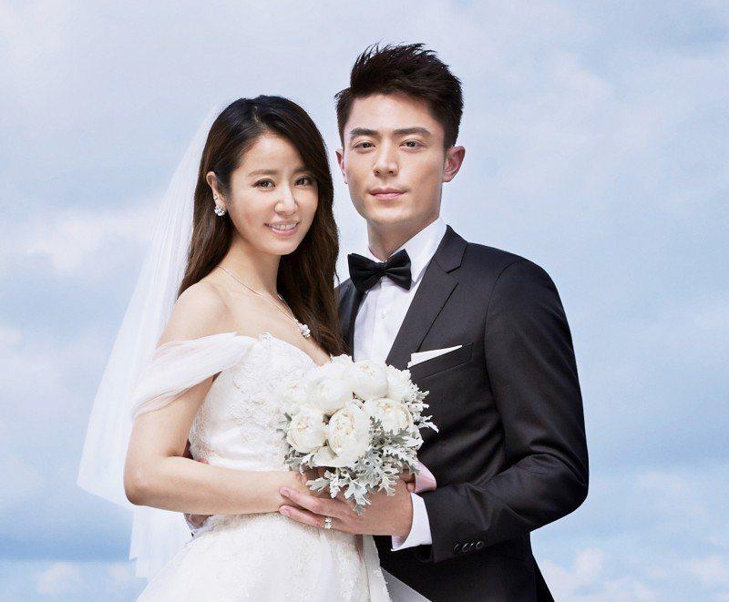 霍建華(右)去年與林心如(左)結婚。圖/林心如工作室提供資料照