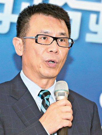 大學如果一直朝著公共化方向走,台灣真的是前景堪憂。」東吳大學校長潘維大(上)指出...