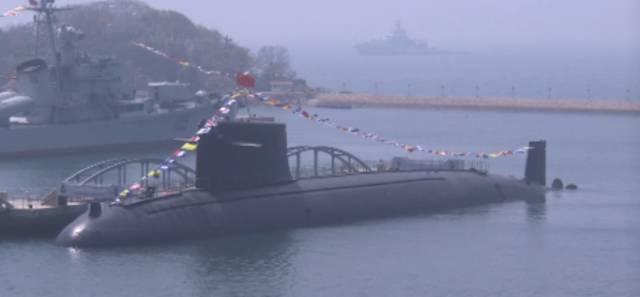 首艘核潛艦於2013年退役後,目前停放青島軍港並對外公開展示。 圖/摘自百度