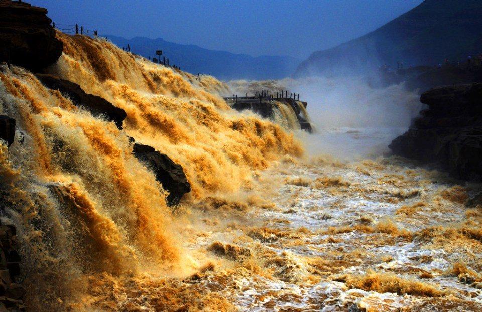 壺口瀑布是世界上唯一的黃色瀑布。(取材自香港01) 劉秀珍
