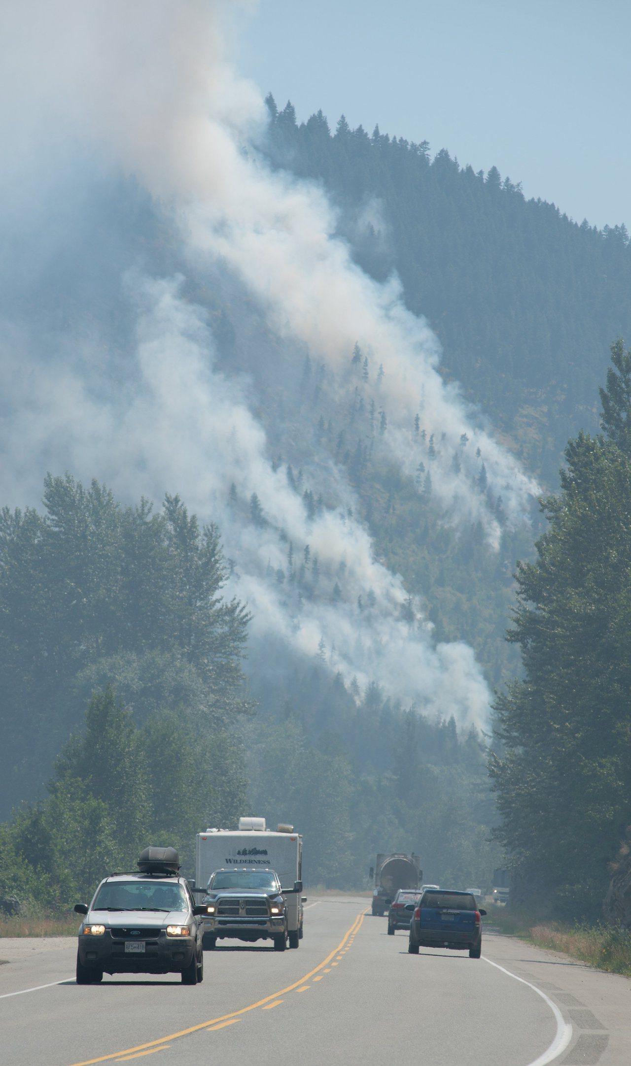 加拿大卑詩省逾百野火延燒,超過7000人疏散,省政府更頒布14年來首個緊急狀態令...
