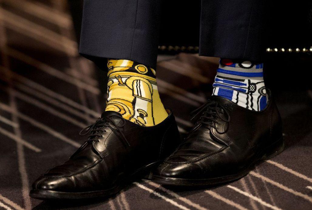 加拿大總理杜魯多今年5月在蒙特婁穿「星際大戰」主題襪與時任愛爾蘭總理的肯尼會面,...