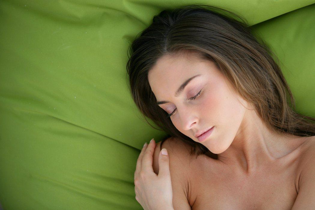 研究發現,其實一夜好眠的秘訣,是在於明天有沒有值得你起床的好理由。 圖/ingi...