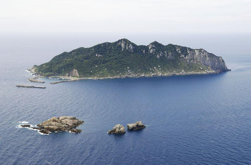 日本沖之島,有「神之島」之稱,禁止女性登島,而男性訪客在登島前,必須全裸入海淨身...