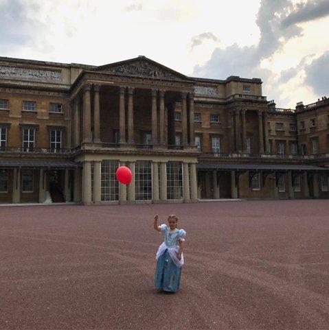 英國足球金童貝克漢的小女兒哈波(Harper Beckham)可能是全世界最幸運的6歲小孩了。英國「鏡報」(Mirror)報導,原因不只是她可在生日當天打扮成迪士尼動畫片「冰雪奇緣」(Frozen)...