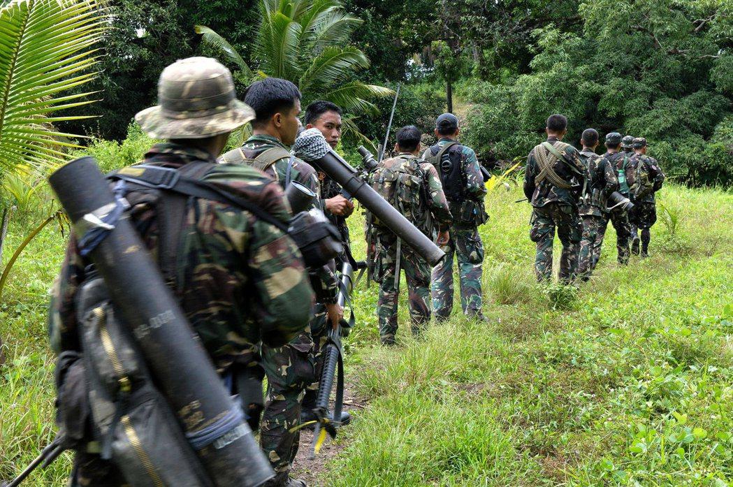 過去菲律賓的恐怖組織大多在密林中運作,一旦引進「伊斯蘭國模式」的戰鬥法,在城市內...