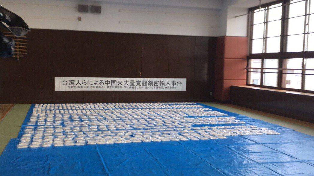 台日警合作,去年7月查獲4名台灣人利用LED燈夾帶173公斤安非他命毒品到日本。...