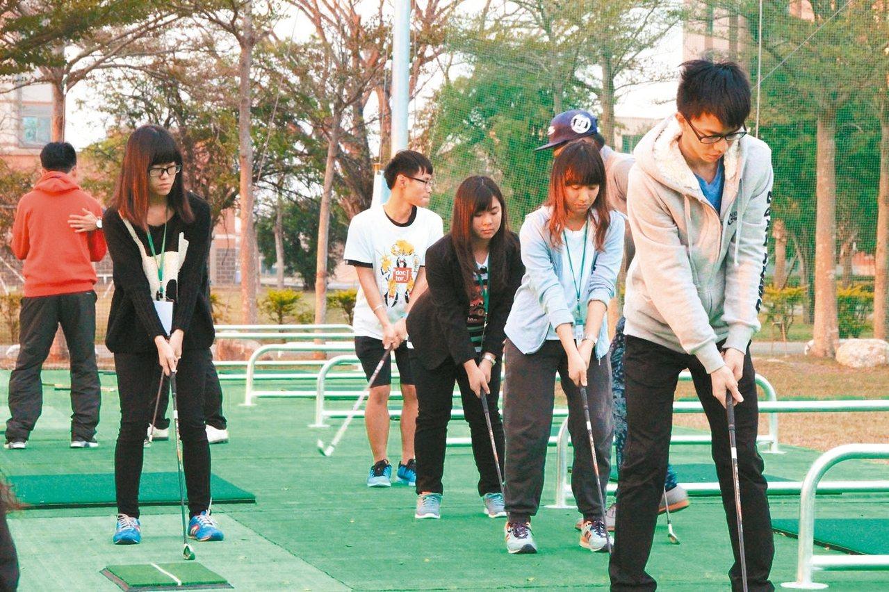 中信金融管理學院校內建置專業高爾夫球練習道。 圖/中信金融管理學院提供