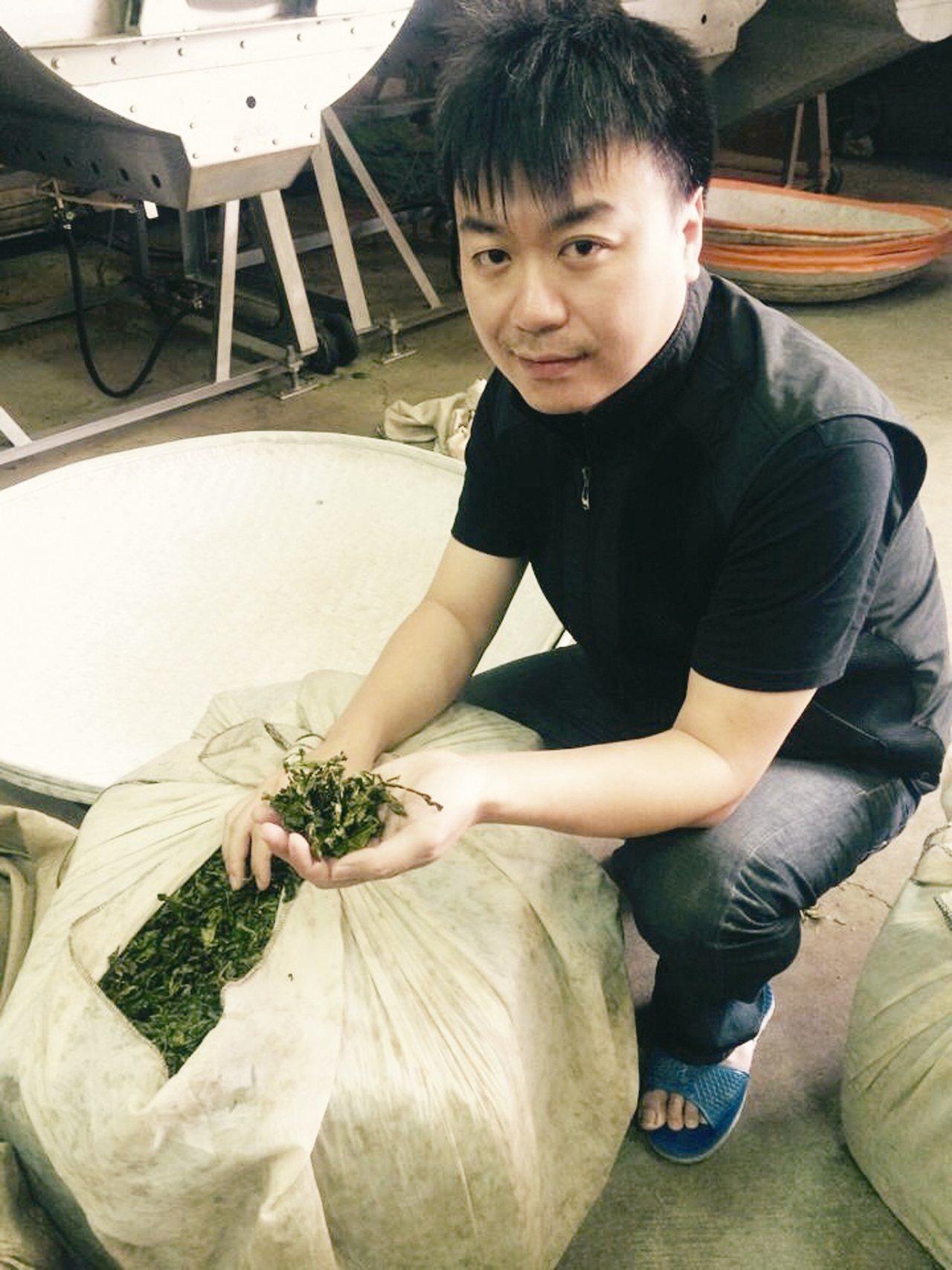 鍾秊翰認為,挑選良好的茶葉,經過充足的發酵及烘焙,才能泡出擁有花果蜜香的好茶。 ...